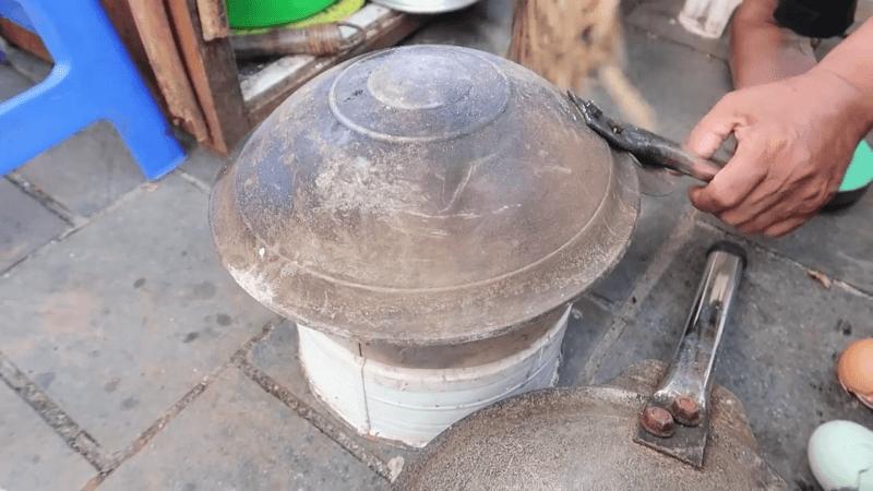 Setengah Abad Berjualan Kerak Telur Betawi di Sunda Kelapa