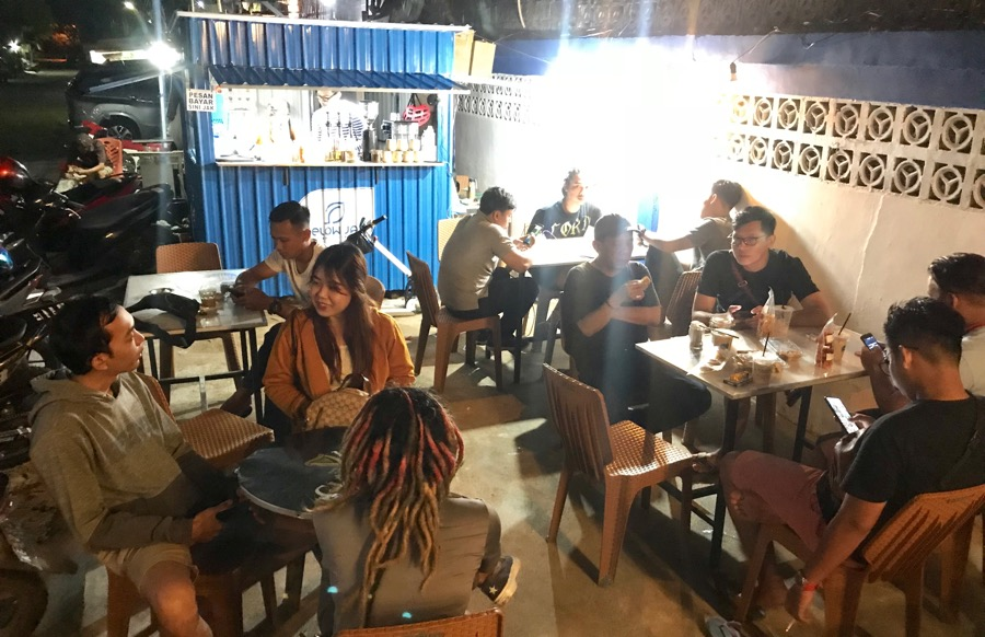 Makin malam makin ramai di Coffe Selow Jak.