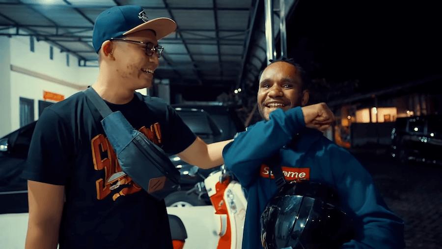 Mahasiswa Asal Papua Jadi Driver Ojol untuk Hidup di Perantauan