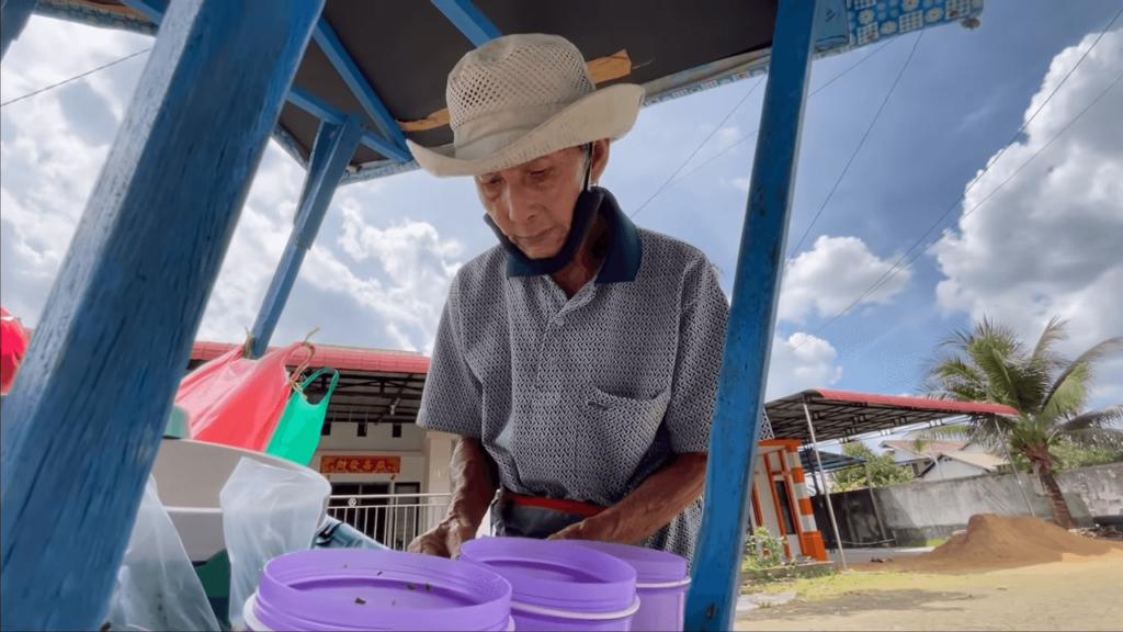 Kakek Penjual Es Doger