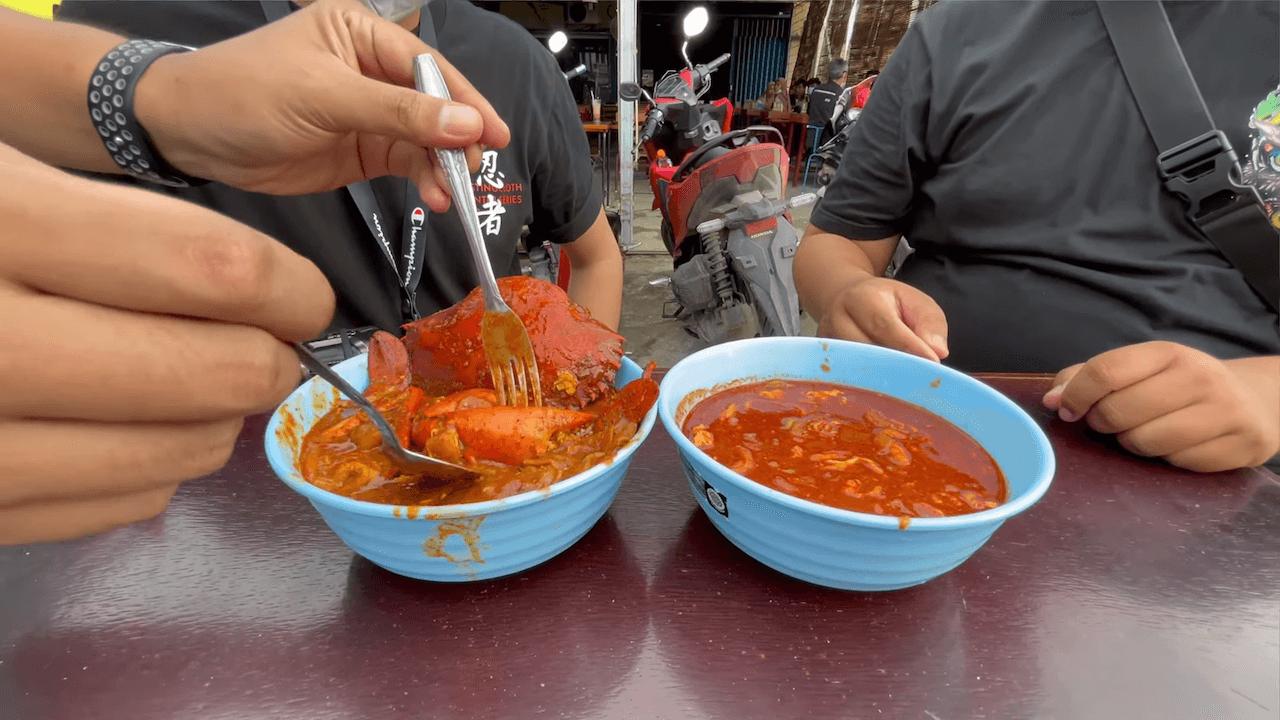 Makan Seblak Pakai Kepiting