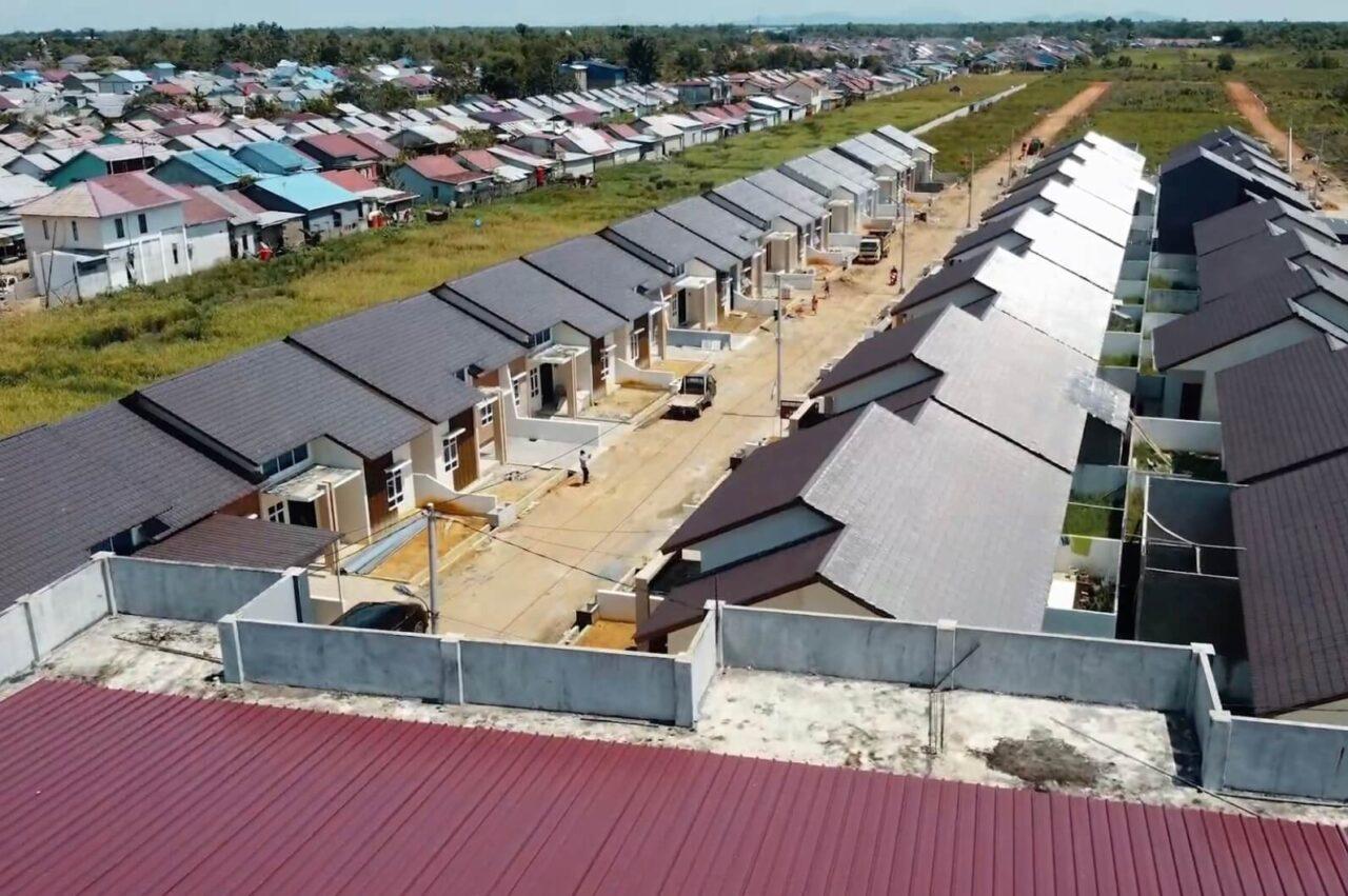 Rumah Murah di Pinggir Jalan Strategis, Wow Ada Kolam Renangnya!