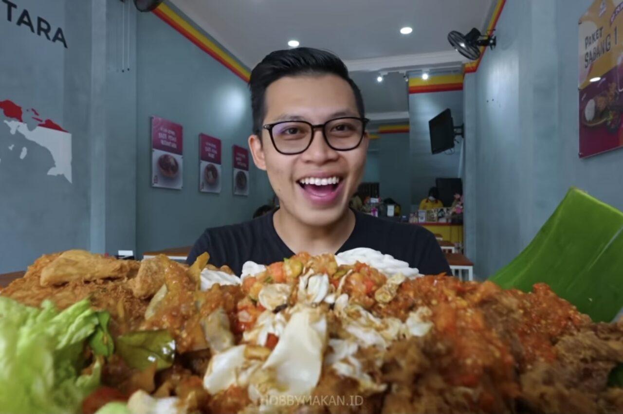 Ayam Geprek Ini Viral Karena Sambal dan Kriuknya!