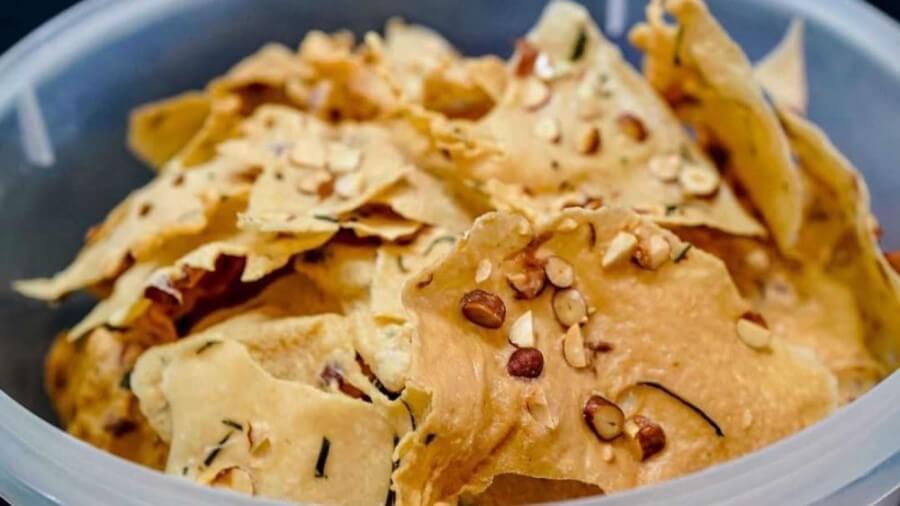 Tips Membuat Peyek Kacang Renyah, Gurih dan Susah Berhenti Makan